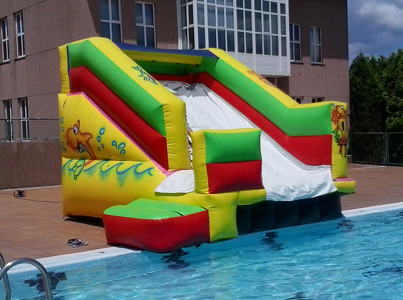 Hinchable-acuatico-tobogan-piscina